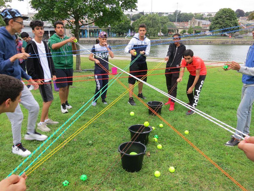 Tổ chức team building trên bãi cỏ tại Phú Quốc